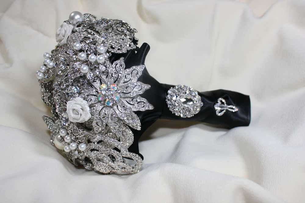 Wedding Bouquets With Feathers And Crystals : Brooch crystal feather or pearl wedding bouquets and